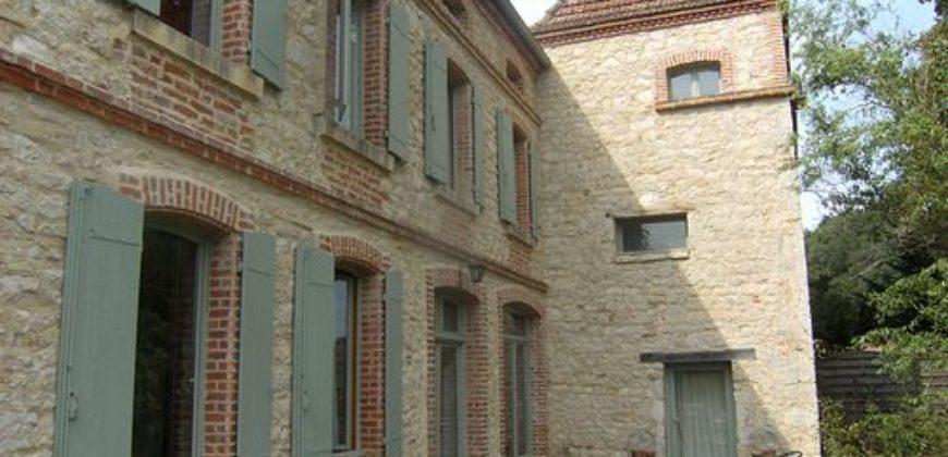 Bien de prestige – Magnifique domaine rénové- Sur près de 3 ha – 5km de Caussade – REF 0757