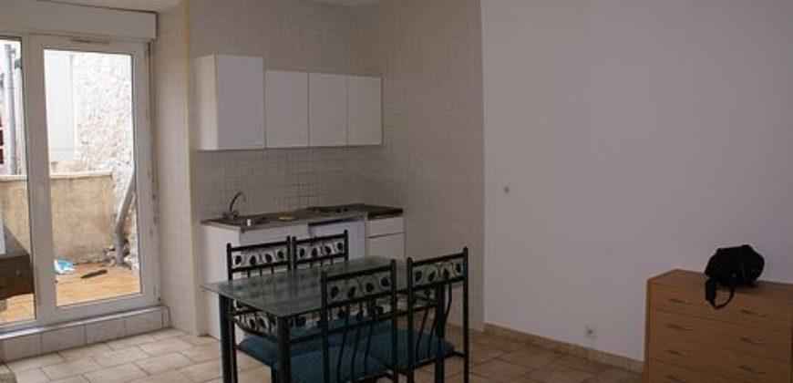Immeuble rénové – 7 appartements – Proche de Lauzerte – Sur le chemin de St Jacques- REF 0998