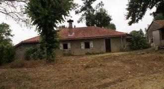 Fermette à Monteils sur 5000 m² – A rénover – Point de vue – REF 1265