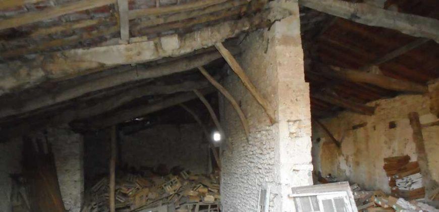 Montaigu – Fermette en ruine et grange – 3ha – REF 1013