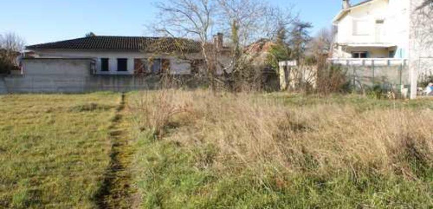 Petit Terrain – Centre Caussade viabilisé – REF 1288
