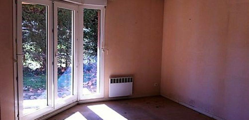 Appartement T3 – Toulouse RC – Jardin privatif – Parking – Cave – A rafraîchir – REF 1140