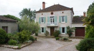 Maison bourgeoise rénovée – Très proche de Caussade – Jardin – Piscine – Calme – REF 1314