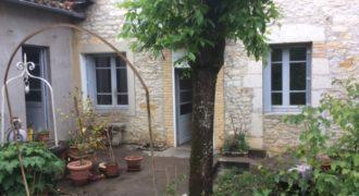 Maison en pierre de plain-pied avec jolie jardin arboré – Caussade – REF1443