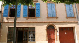 Immeuble – Dans une petite ville – Bon état général – Grands volumes – 12 km Montauban – REF 1459