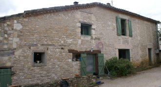 Ensemble maison et dépendance – 12 km CAUSSADE – Petit village tout commerce – Très bon rapport locatif – REF 1465