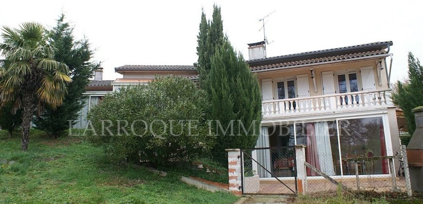 Ensemble d'habitations – 1km Caussade – 12 chambres – Piscine couverte – REF 1490