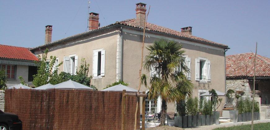 Maison bourgeoise – Centre d'un village tous commerces – Proche Caussade – REF 1503