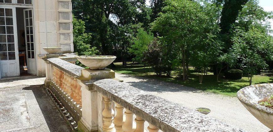 Bien de prestige-château sur 68 ha-45 mn Toulouse-sortie autoroute 5 km-ref 1511
