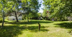 Pavillon traditionnel de plain-pied, 3 ch, jardin arboré REF: 1543