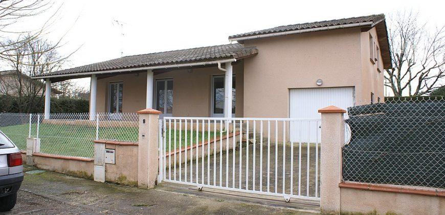 Montauban -Maison de ville rénovée T5 -jardin garage -écoles commerce 100 m -ref 1556