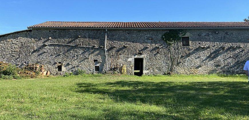 Fermette-St Antonin-grange hangar maison -sur 3500 m² – dans un hameau- REF 1582