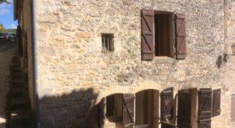 Belle maison de village en partie rénovée 4 chambres REF: 1586