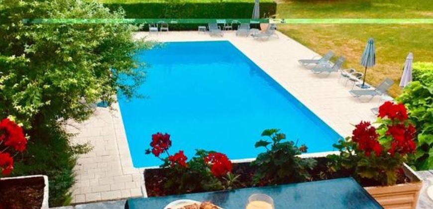 Château Hostellerie 3*  de 48 chambres sur 2,2 ha piscine proche du golf  vente murs et fonds ref 1596