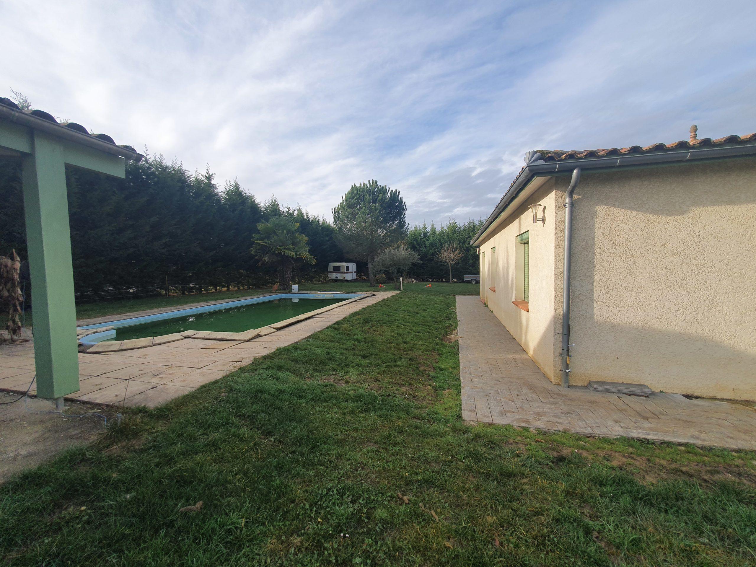 Agréable maison de plain pied avec piscine à Caussade REF: 1613