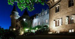 Château restauré du Moyen Age   Nord Cahors  37 chambres  16 ha  piscine  hôtellerie ( exploitée) réf  1655