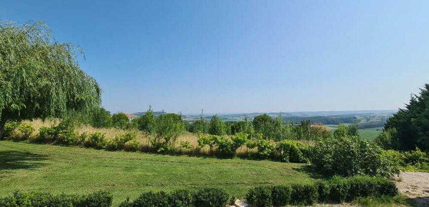 10 km de Caussade maison T6 avec une belle vue et un sous sol d'environ 85m²