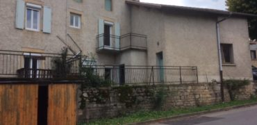 Ensemble maison de village avec ancien commerce et un extérieur REF: 1666